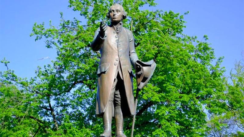 사진: 순수 이성을 철저히 연구했던 철학자 칸트의 동상