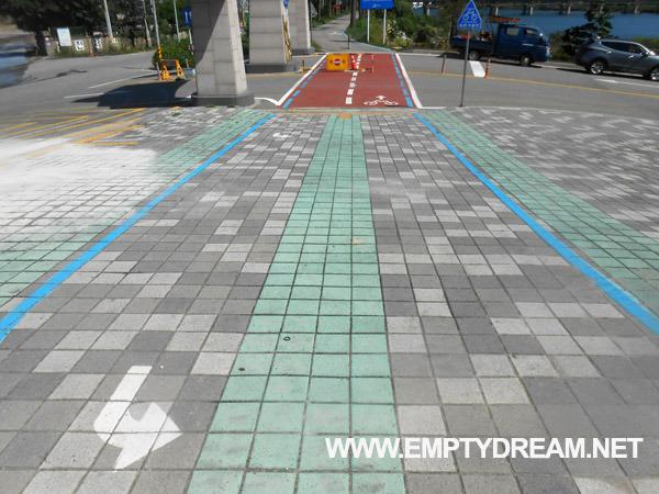 동해안 자전거길: 용화 해수욕장 - 한재공원 - 추암 촛대바위 인증센터