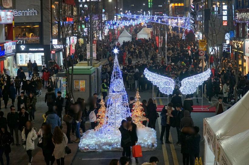신촌 크리스마스 거리축제 : 올 크리스마스는 가족, 친구, 연인과 도심에서 즐기자!