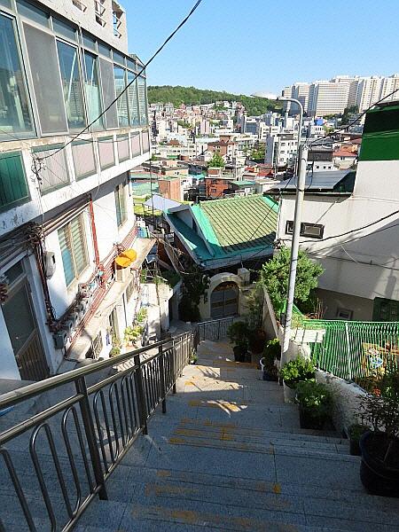 서울 중구 신당동 신라호텔 뒷편 마을 골목길