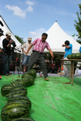 5. Korean Record Watermelon Break