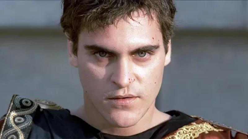 사진: 영화 글래디에이터에서 악역으로 출연 중인 호아킨 피닉스(Joaquin Phoenix)의 모습.