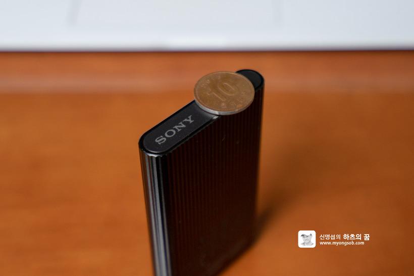 소니 SSD 외장하드 SL-EG2, 동전보다 얇다.
