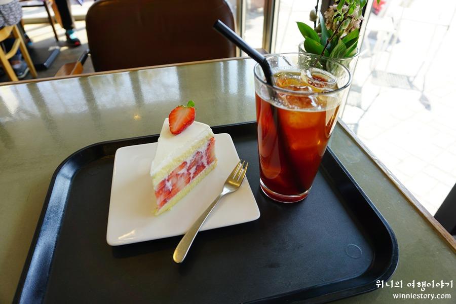 04-대구_커피명가_딸기케이크