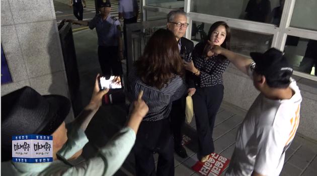 [영상] 김기춘 석방, 나오자마자 욕먹고 혼나는 장면