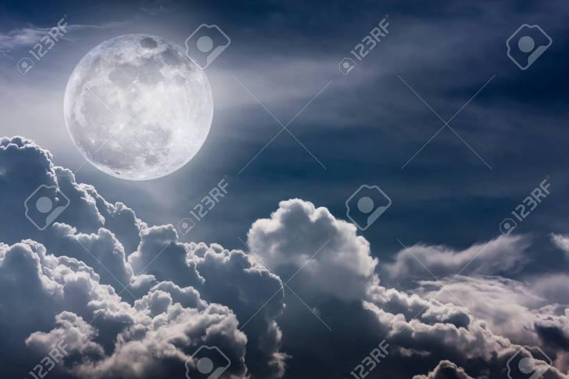 밤하늘 달무리 보름달
