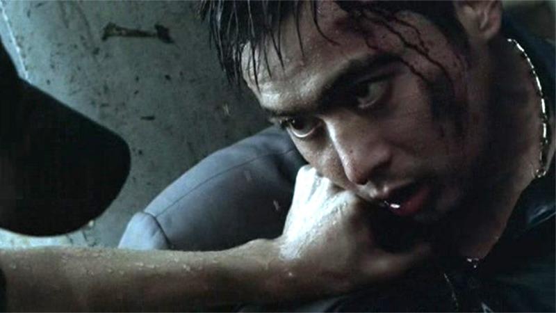 사진: 영화 친구1편 결말에서 장동건이 습격받는 장면