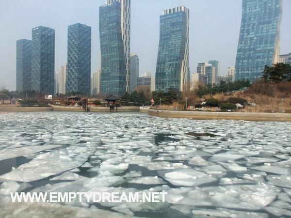 인천 송도 센트럴파크 겨울 얼음 호수