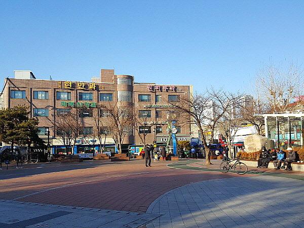 서울 중랑구 면목동 지하철 7호선 면목역 면목공원 (면목동 인력시장)