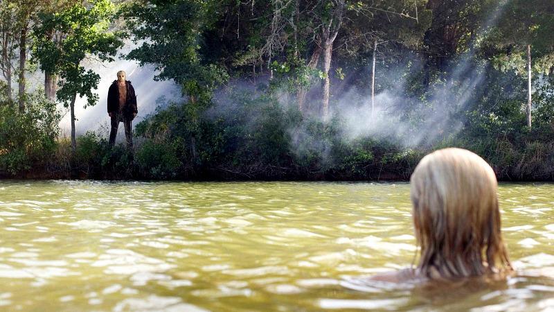 제이슨은 크리스탈 호수에 숨어있다