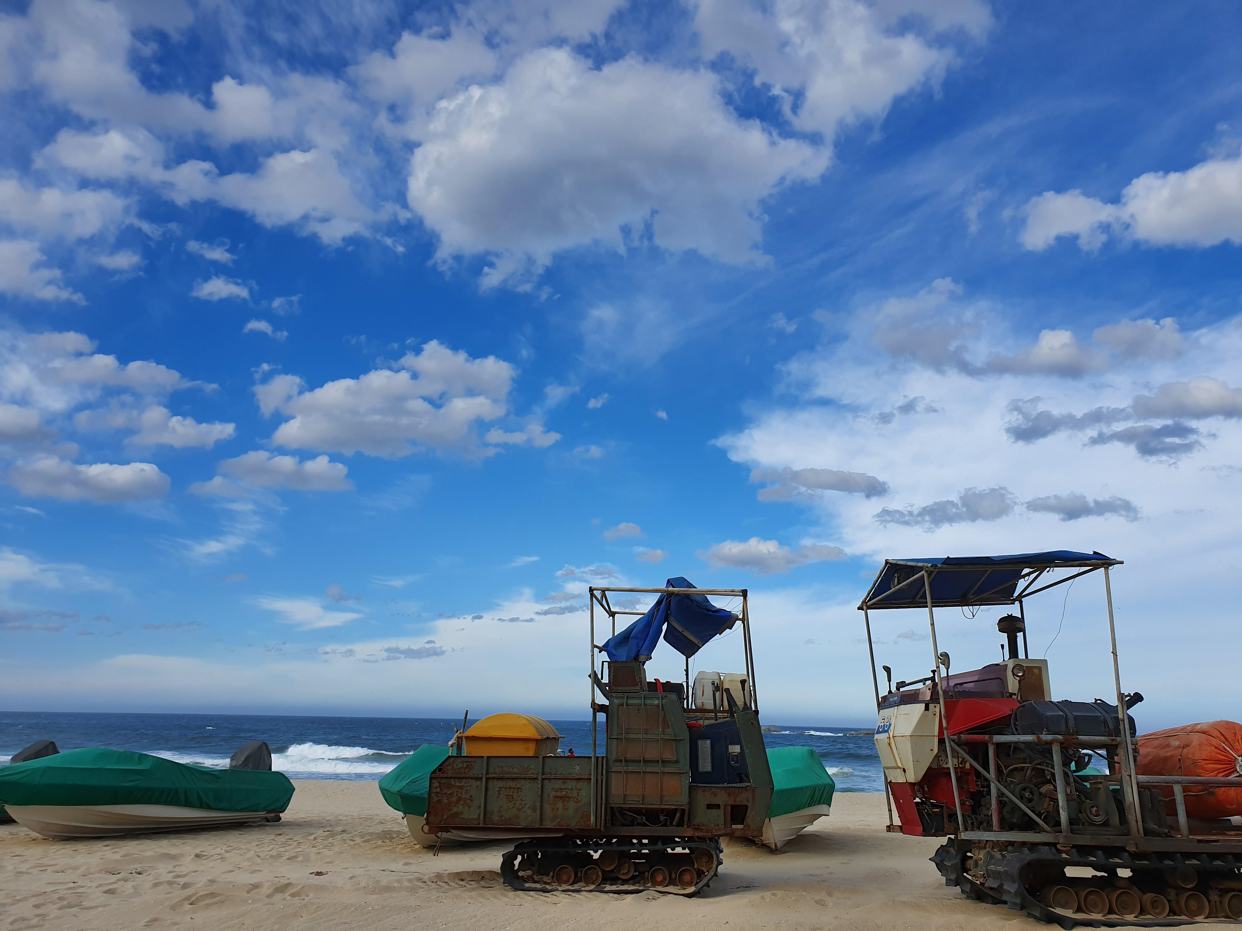 9월초 강릉 여행(5) : (태풍 지나가는) 동해 푸른 하늘, 아주 파란 하늘