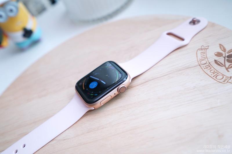 애플워치 시리즈4 측면 모습