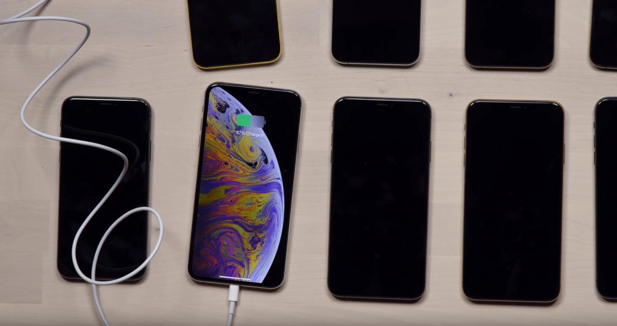 아이폰 XS MAX, 아이폰 XS, 아이폰 충전, 아이폰 게이트, 아이폰 XS 안테나 게이트, 아이폰 XS MAX 안테나 게이트, 아이폰 XS Charging Gate, 아이폰, 애플 아이폰 XS Max