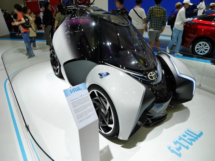 2018 부산국제모터쇼 토요타의 도심형 전기차 콘셉트카 i-TRIL