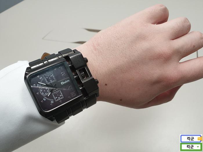 큰손목시계,대형손목시계,큰사이즈 손목시계,코난시계,Oulm,Oulm손목시계,Oulm Square Watch 3364