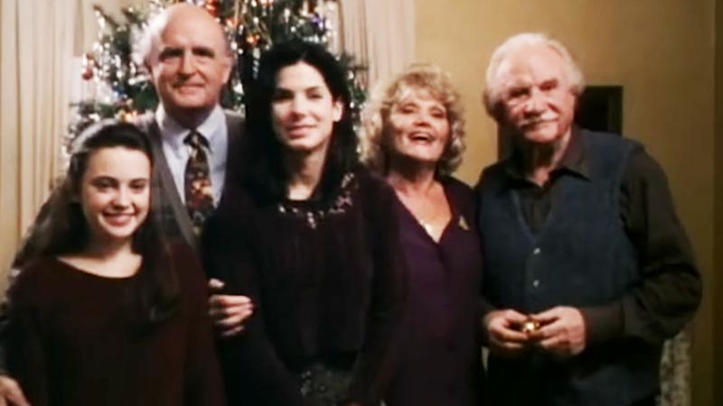 사진: 오랜만에 가족의 정을 느껴본 산드라 블록