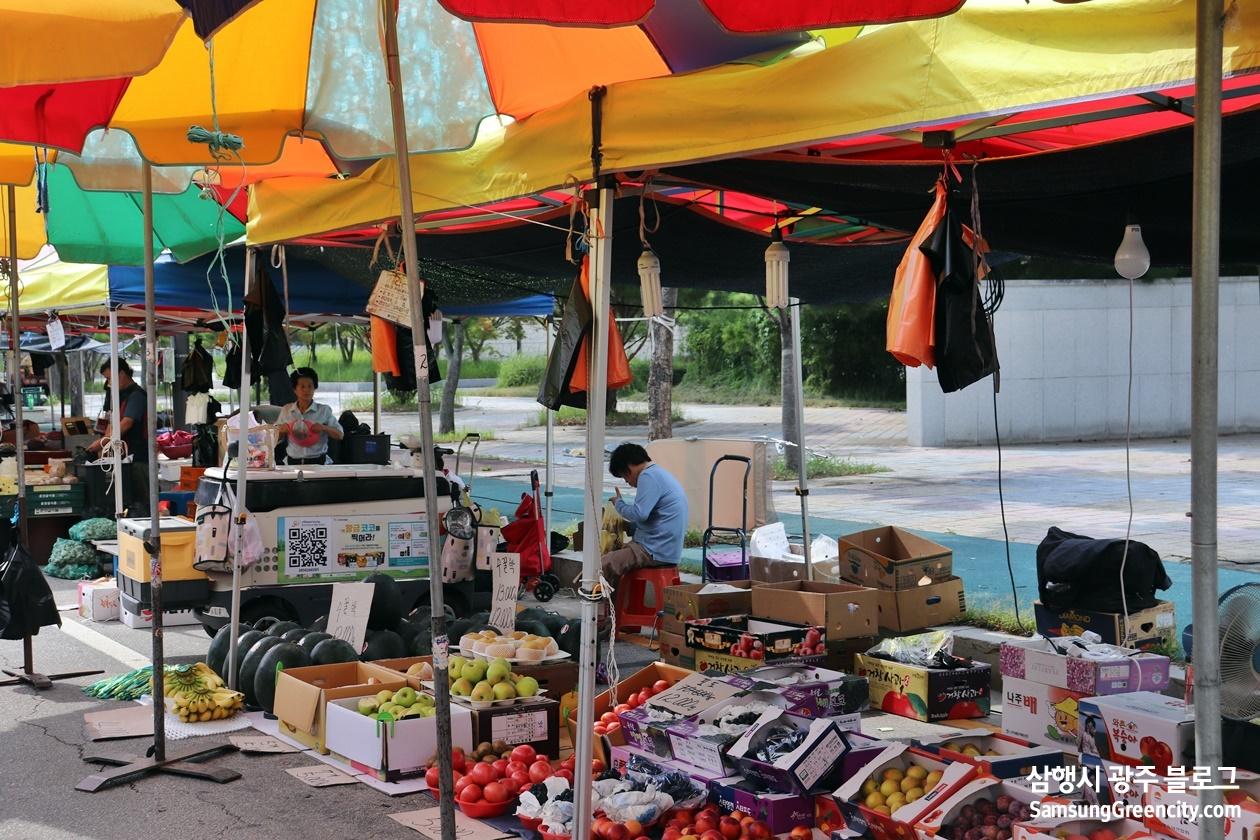 과일이 있는 시장