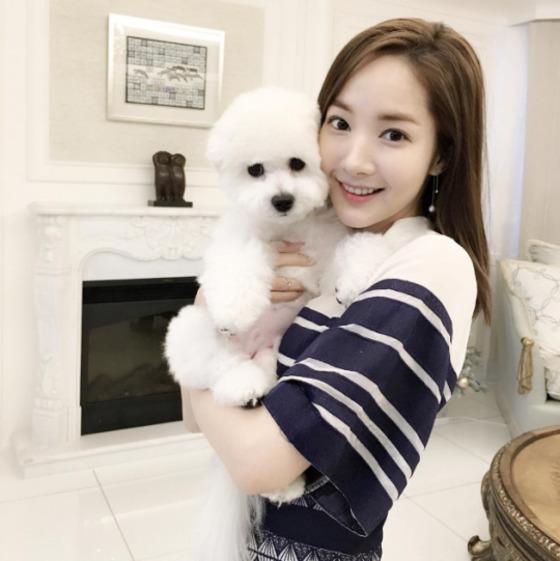 박민영이 강아지와 찍은 셀카를 공개했다.© News1star/ 박민영 인스타그램