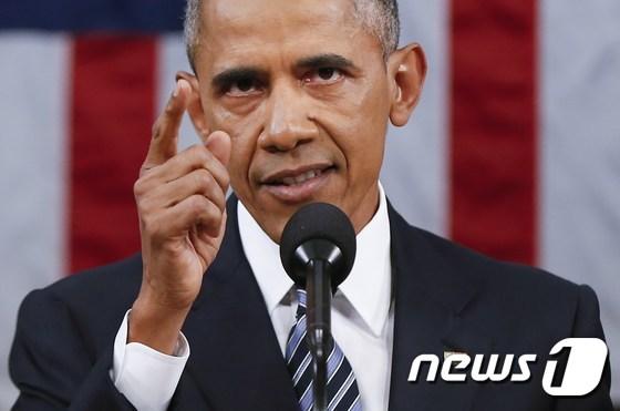 """최저임금은 전세계적인 이슈다. 오바마 대통령은 2015년 연두교서에서 최저임금 인상을 반대하는 공화당을 향해 """"실제로 15000불로 살 수 있다고 믿는다면 그렇게 살아봐라""""고 일갈했다. © AFP=뉴스1"""