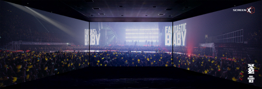 그룹 빅뱅의 데뷔 10주년을 기념해 제작된 음악 다큐멘터리 '빅뱅 메이드'는 양쪽 벽면을 포함해 3개의 스크린을 통해 영상을 전달하는 CJ CGV의 새로운 영사시스템 '스크린X' 버전으로 사전 기획,제작됐다. /사진제공=CJ CGV