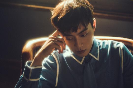 비스트의 리더이자 보컬 윤두준.