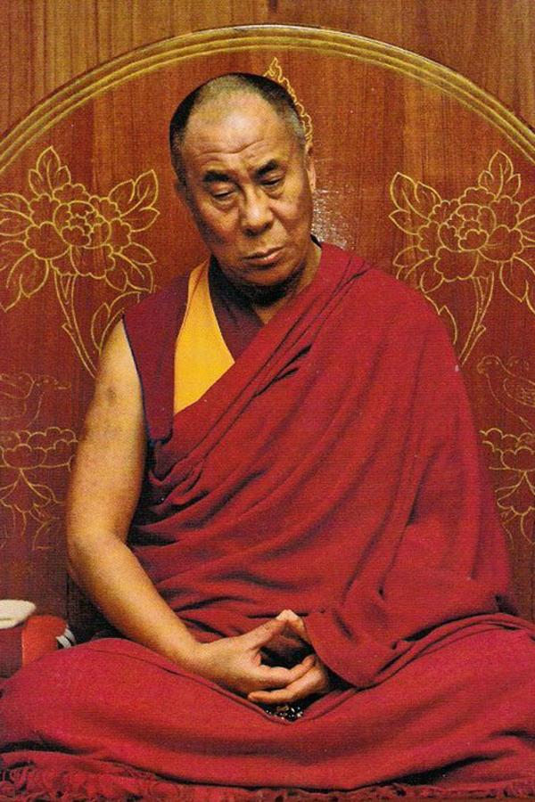 날마다 4시간씩 수행을 하는 다라이 라마가 참선하며 눈을 뜬 채 선정에 들어간 모습. 청전 스님 제공