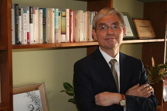 송철의 국립국어원장. 그는 인터뷰에서 국어 정보화 사업의 필요성을 강조했다. / 이다비 기자