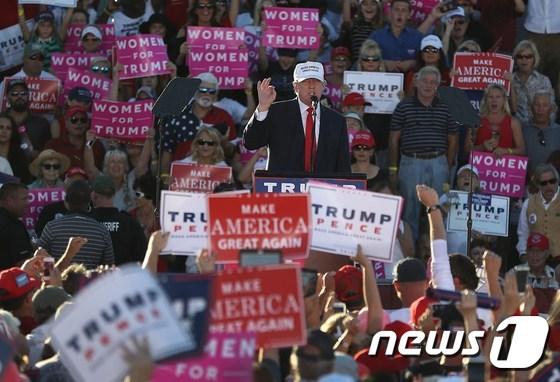 도널드 트럼프 미국 대통령 당선인이 대선 유세 기간 플로리다 주에서 선거 유세를 하는 모습. © AFP=뉴스1