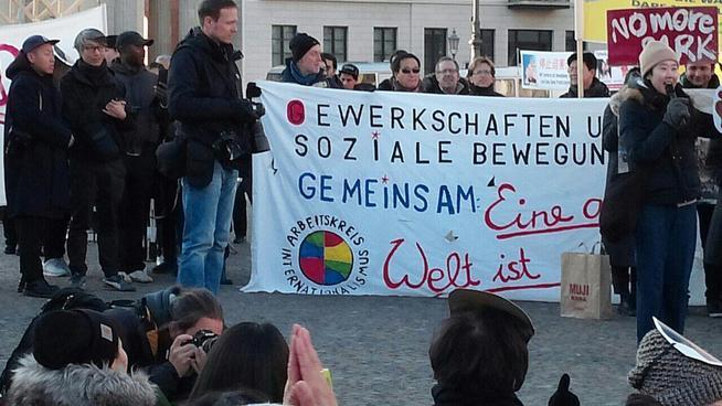 12일 독일 베를린에서 열린 시위에서 참가자들이 발언하고 있다. 임재옥 제공