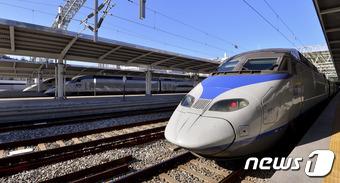 2일 오후 서울역 플랫폼에 KTX 열차가 줄지어 서 있다. . 2016.12.2/뉴스1 © News1 신웅수 기자