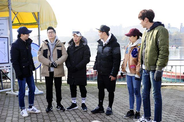 출연자 송지효와 김종국의 하차를 둘러싸고 논란을 일으킨 SBS 예능프로그램 '런닝맨'이  내년 2월 종방한다. SBS 제공