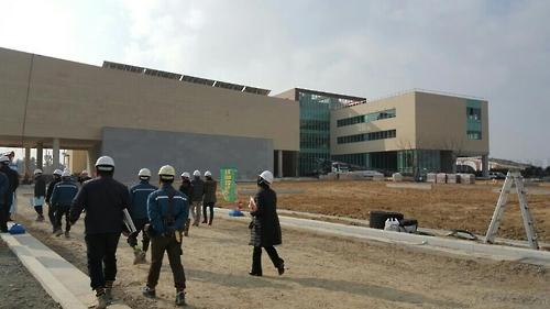 건물외관 공사를 거의 마무리한 부산현대미술관 모습