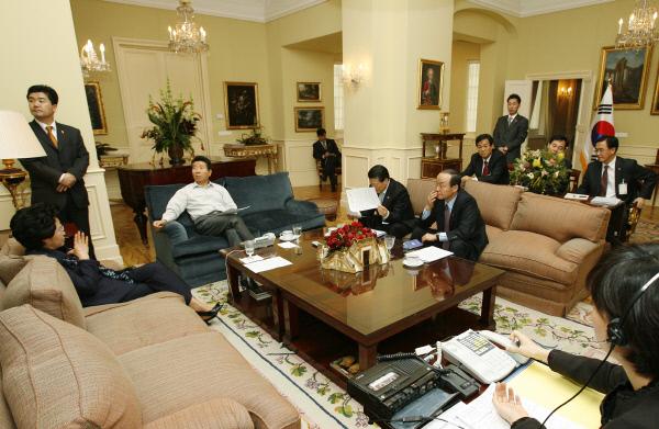 2007년2월14일 부시대통령과 6자회담관련 전화통화를 하기 직전 모습 ⓒ 장철영