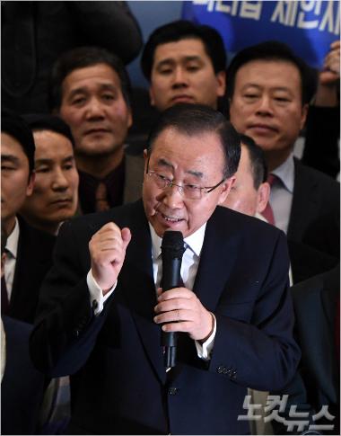 지난달 31일 10년간의 유엔 사무총장 임기를 마친 반기문 전 총장이 12일 오후 인천공항을 통해 귀국한 뒤 기자회견을 갖고 있다. (사진=황진환 기자)