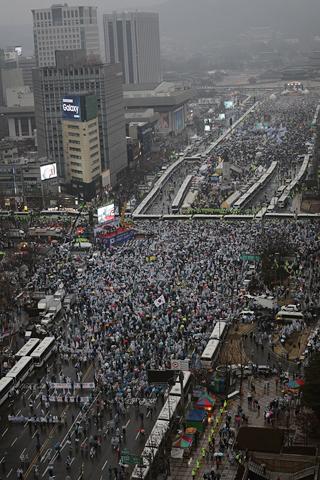 ▲탄기국 측은 500만 명이 참여했다고 주장했다 사진은 1일 오후 5시 20분경 모습 ⓒ프레시안(최형락)