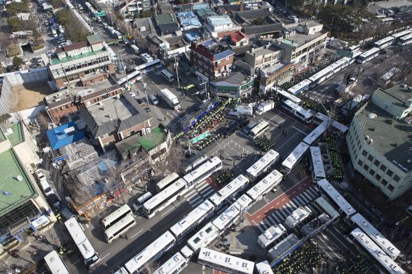 박근혜 대통령 탄핵 심판 선고일인 10일 오전 안국동역 사거리. 사진공동취재단