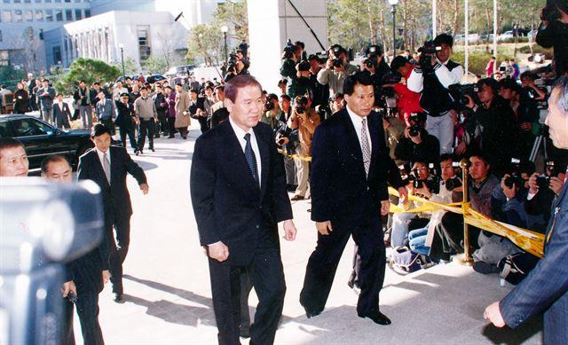 1995년 검찰에 소환되는 노태우 前 대통령. 한국일보 자료사진