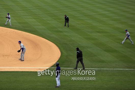 2013년 4월 콜로라도전에서 보여준 뉴욕 메츠의 이른바 `이익수` 시프트. 2루수가 우익수 근처까지 나가 수비를 한다.