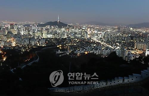 인왕산에서 내려다본 한양도성. [연합뉴스 자료사진]