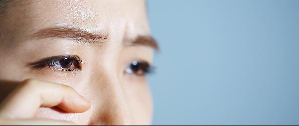 [헬스조선]눈 떨림이 지속되면 안면경련의 신호일 수 있어 검사를 받아보는 게 안전하다/사진=헬스조선 DB