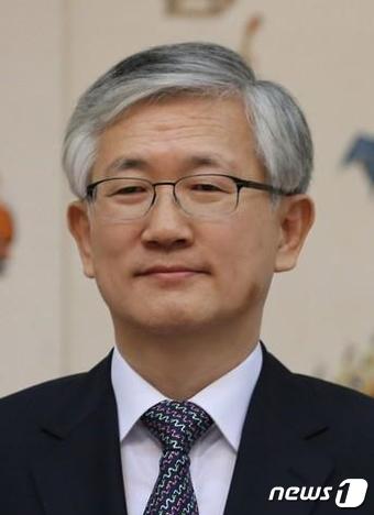 남관표(60) 외교부 주스웨덴왕국 대한민국대사관 대사가 20일 이달 초 김기정 연세대 교수의 사퇴로 공석이 된 청와대 국가안보실 2차장으로 인선됐다. (청와대) 2017.6.20/뉴스1