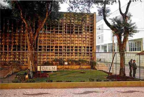 괴한들에게 무기 보관창고가 털린 상파울루주 지아데마시에 있는 법원[브라질 일간지 에스타두 지 상파울루]