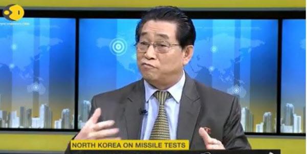 지난 20일(현지 시각) 계춘영 인도 주재 북한 대사가 인도 방송 위온과의 인터뷰에서 미국이 대규모 군사훈련을 중단한다면 북한도 핵·미사일 실험을 중단할 수 있다는 의견을 밝히고 있다./위온 홈페이지 캡쳐