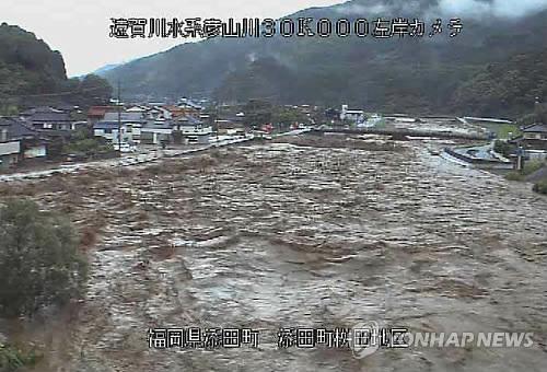 (소에다<日 후쿠오카현> AFP/일 국토교통성=연합뉴스) 제3호 태풍 난마돌의 영향으로 일본 서부 지역을 중심으로 집중 호우가 쏟아지는 가운데 5일 후쿠오카현 소에다에서 폭우로 강물이 크게 불어난 모습.         bulls@yna.co.kr