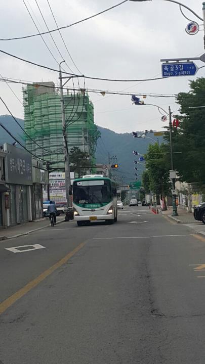 (영양=연합뉴스) 이강일 기자 = 10일 오후 영양군청과 인접한 도로. 도시에는 통행량이 제일 많은 시간인 오후 2시이지만 한적한 모습이다. 2017.7.10. leeki@yna.co.kr