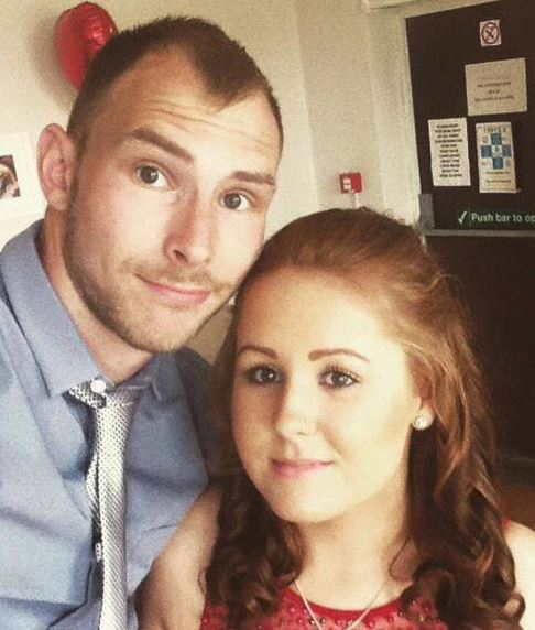 머리가 빠지기전의 모습으로 하디가 약혼녀와 찍은 사진이다.