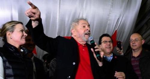 룰라 전 대통령이 지난 4일(현지시간) 상파울루 시에서 열린 행사에 참석해 연설하고 있다.[브라질 뉴스포털 UOL]