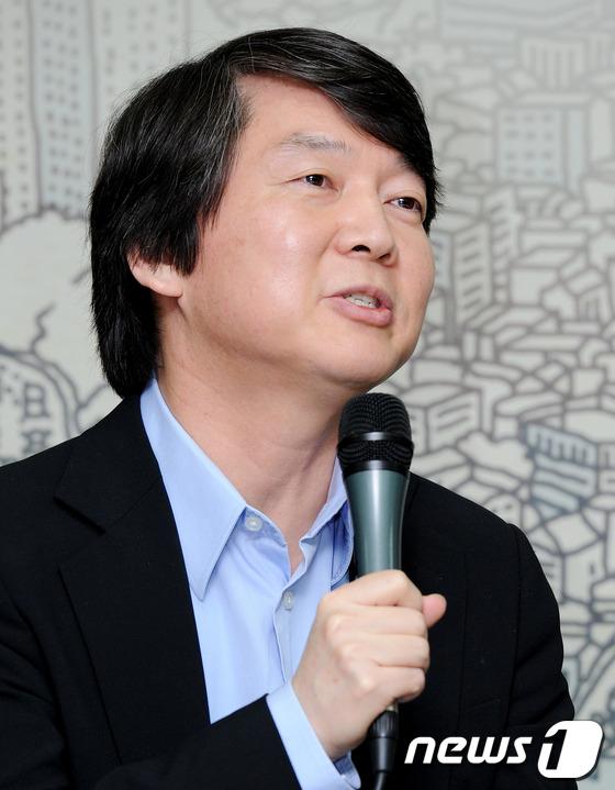 2011년 10.26 서울시장 보궐선거를 이틀 앞둔 당시 안철수 전 대표의 모습.