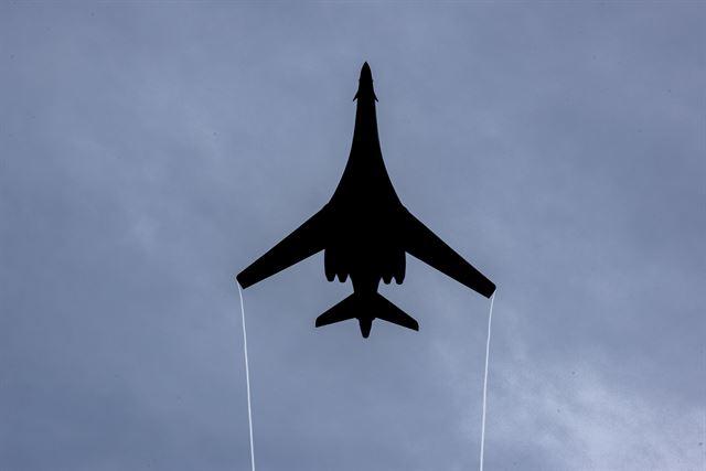 미국 공군의 장거리 전략 폭격기 B1-B 랜서. AP 연합뉴스
