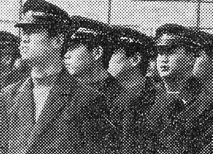 국가권력에 의한 '금지'는 늘 '권장' 또는 '장려'와 짝패를 이룬다. 교복자율화 이전 고교생들이 입어야 했던 교복은 일제 군국주의 군복에서 유래됐다.  경향신문 자료사진